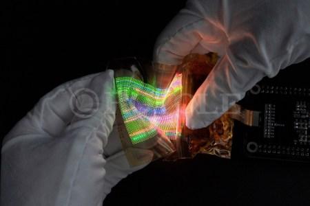 Royole представила растягиваемые полупрозрачные micro LED дисплеи, которым можно придавать форму сферы или купола