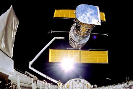 Телескоп «Хаббл» перешел в безопасный режим из-за сбоя в работе бортового компьютера [Обновлено: переход на резервный блок памяти не решил проблемы]