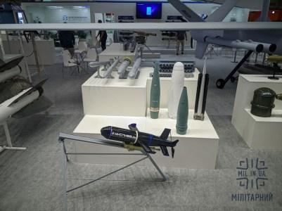 ДАХК «Артем» показала дрон-камікадзе «Мисливець» — він уражатиме цілі на землі, воді та в повітрі