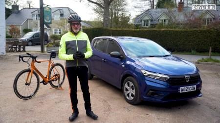 Джеймс Мэй провел сравнительный тест Dacia Sandero и своего велосипеда Orbea — оба стоят примерно $14 тыс. [видео]