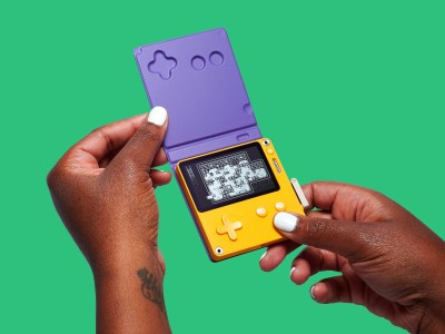 Разработчики необычной мобильной консоли Panic Playdate показали финальный дизайн, аксессуары и объявили июльский предзаказ по цене $179