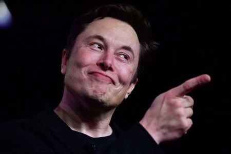 Илон Маск раскритиковал Apple за закрытость App Store и использование кобальта в аккумуляторах iPhone и Mac