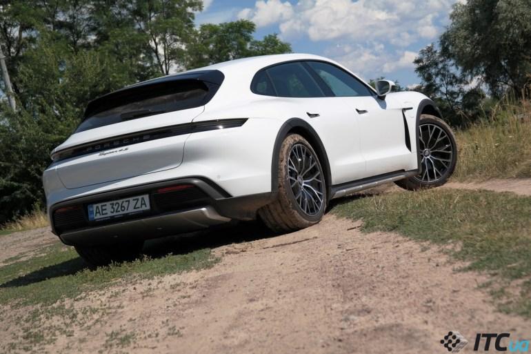 «Первый взгляд» на Porsche Taycan Cross Turismo (и на зарядку 270 кВт)