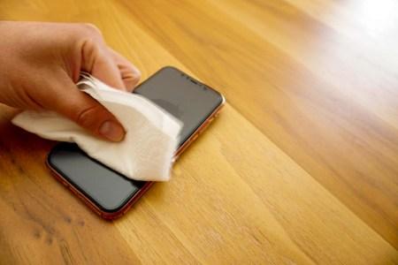 Apple застерегла від використання дезінфекційних засобів для чищення техніки та її занурення в мийні засоби