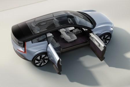 Шведы представили концепт электромобиля будущего Volvo Concept Recharge с распашными дверями, «фарами-глазами» и свежими пропорциями