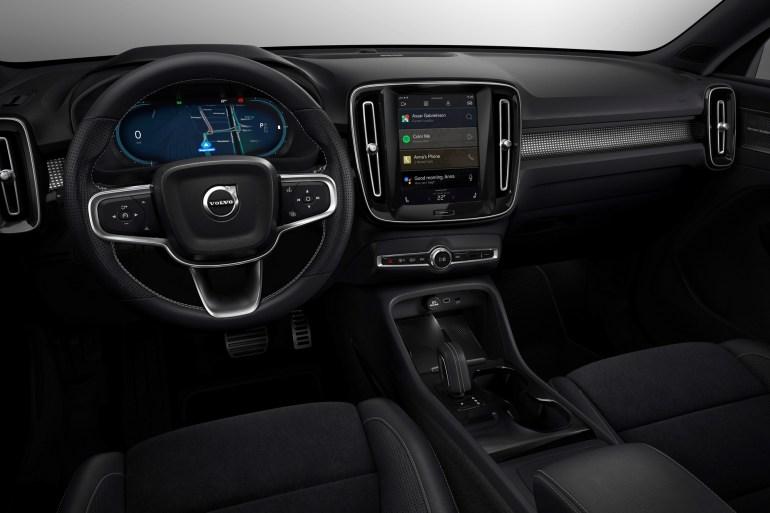 В Україні стартують офіційні продажі електрокросовера Volvo XC40 Recharge за ціною від 1,59 млн грн
