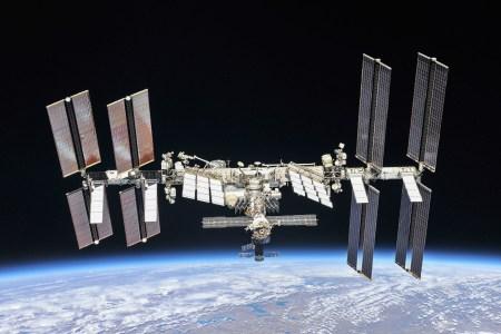 В новых эпизодах VR-сериала Space Explorers: The ISS Experience можно будет совершить виртуальный выход в открытый космос
