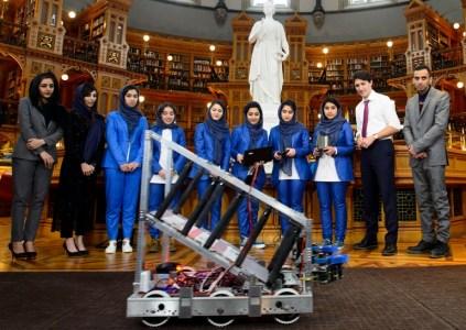 Команда девочек-робототехников из Афганистана эвакуирована в Катар