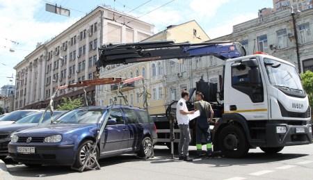 У Києві припинила роботу служба евакуації автомобілів через обшуки у інспекції з паркування, під час яких вилучили сервери