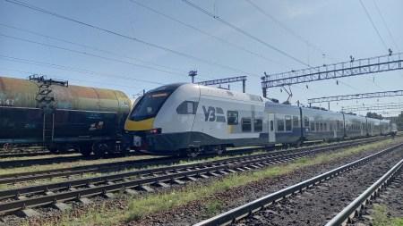 В Україну приїхала перша швейцарська електричка Stadler Flirt, яку будуть тестувати на маршрутах City Express [фото, відео]