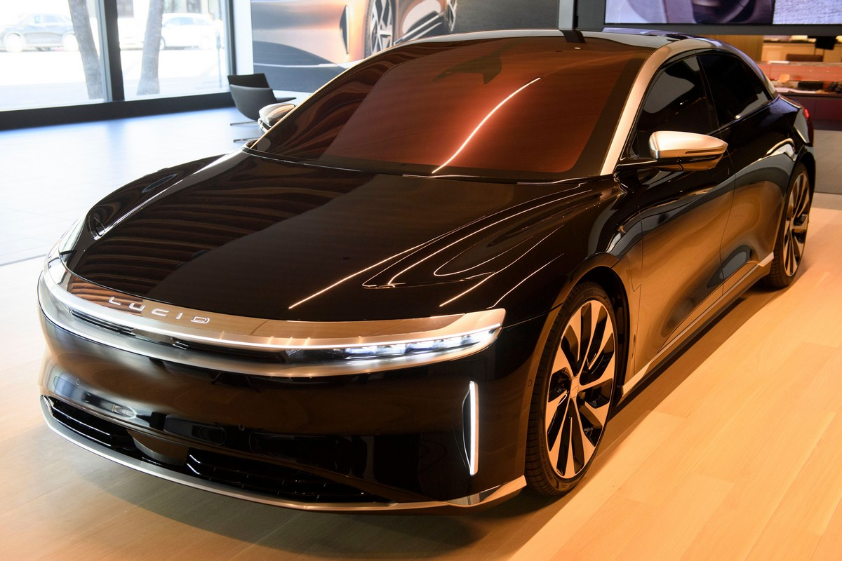 Tesla больше не возглавляет рейтинг самых «дальнобойных» электромобилей EPA. Новый лидер — Lucid Air с запасом хода почти 840 км - ITC.ua