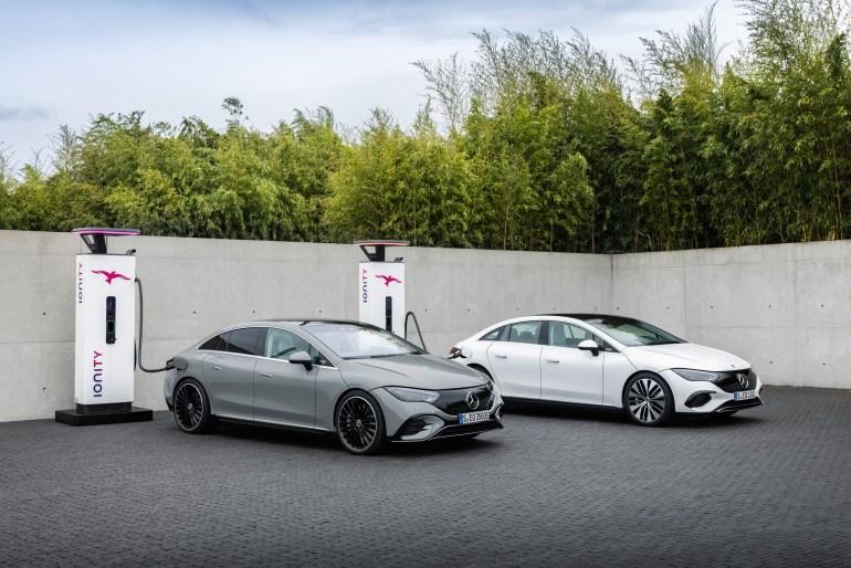 В Германии представили электрический бизнес-седан Mercedes-Benz EQE, версия EQE 350 получила мощность 288 л.с., батарею 90 кВтч и запас хода 660 км
