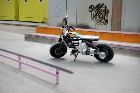 Немцы представили концепт городского электроскутера BMW Motorrad Concept CE 02 с «максималкой» 90 км/ч и запасом хода 90 км