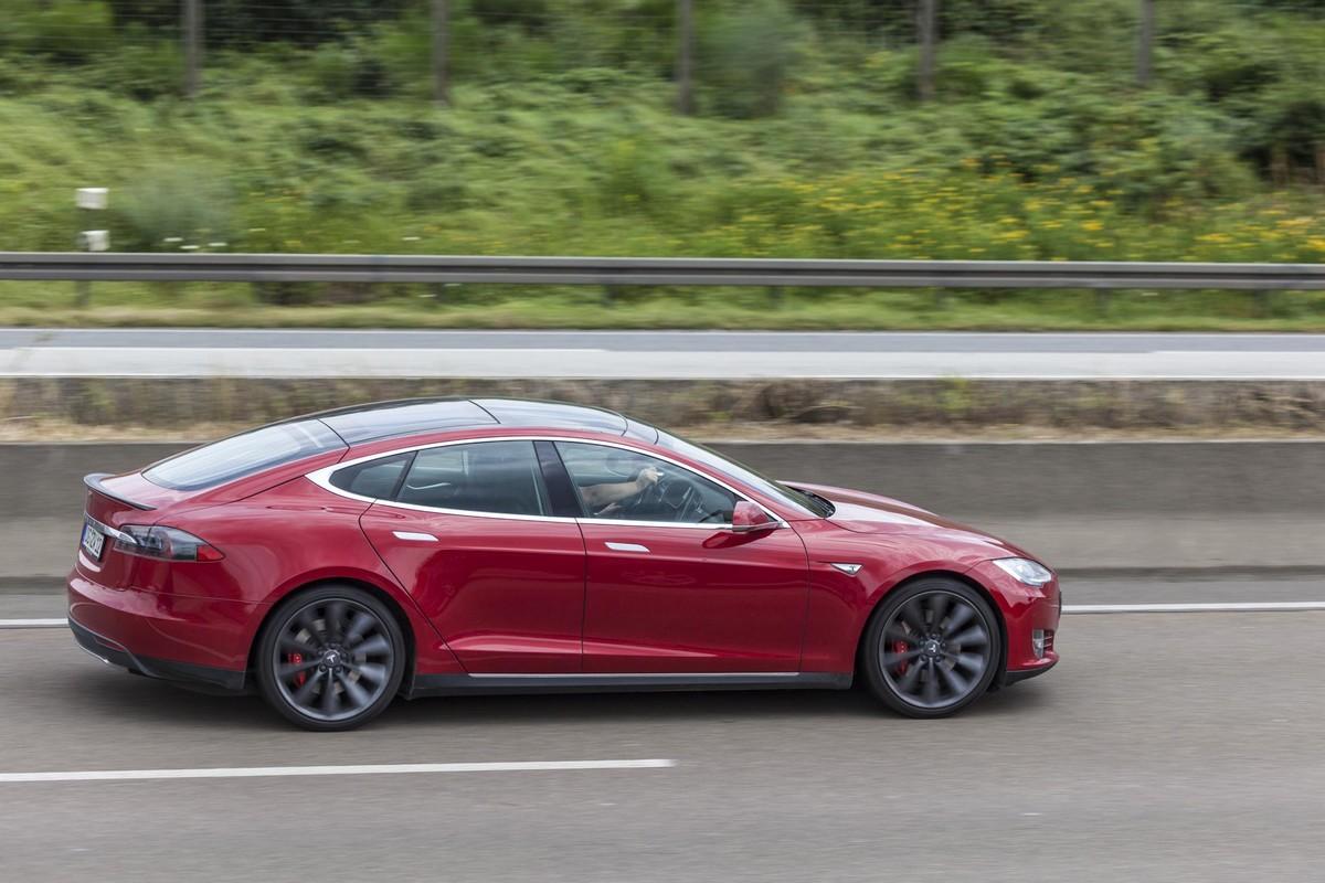 Продажи электромобилей Tesla превысили два миллиона штук - ITC.ua