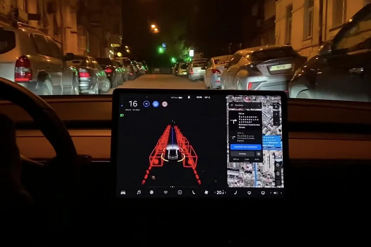 «Пиратскую» версию автопилота Tesla FSD испытали в центре Киева - ITC.ua