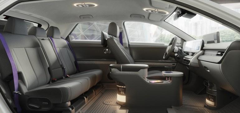 """Motional и Hyundai представили автономное """"роботакси"""" на основе электрокроссовера Ioniq 5, его коммерческое использование начнется с 2023 года"""