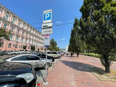Київтранспарксервіс: Ми не плануємо отримувати кошти за паркування у дворах, але деякі майданчики вздовж доріг — платні