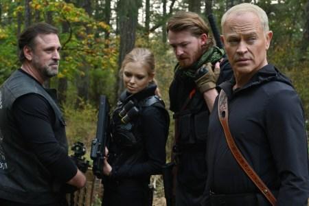Брюс Уиллис опять снялся в низкобюджетном фантастическом боевике — это «Apex» / «Преступный квест» о королевской битве, который выйдет 12 ноября 2021 года [трейлер]