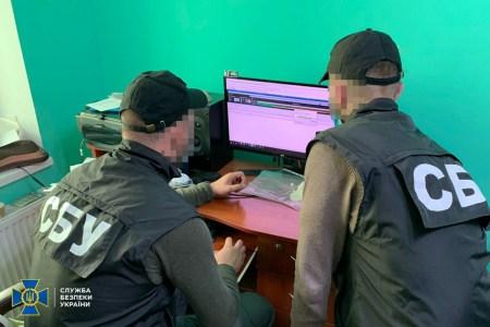 СБУ викрила прикарпатського хакера, який створив мережу з 100 тисячі ботів для проведення DDoS-атак та масової розсилки спаму