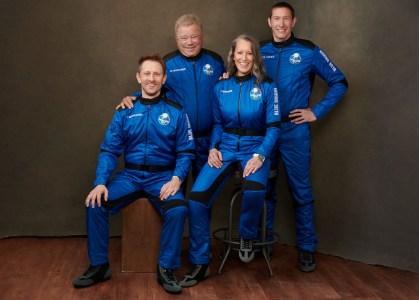 Онлайн-трансляция: 90-летний Уильям Шетнер (капитан Кирк из Star Trek) летит в космос на ракете Blue Origin New Shepard