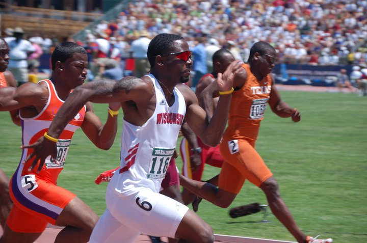 2006 NCAA. Demi Omole of Wisconsin leads Travis Padgett of Clemson and Jamaal Charles of Texas. Race was won by LSU's Xavier Carter.