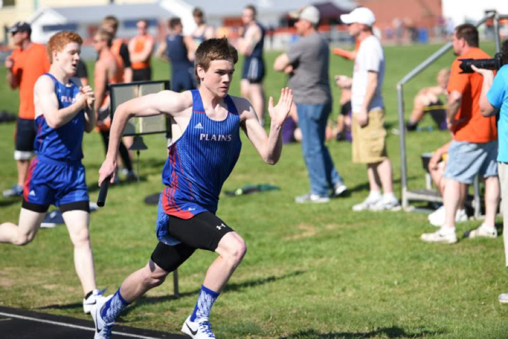 Sophomore Luke McGraw demonstrating split arms and knee lift. As a sophomore, Luke ran a 51split in the 4x400 and a 2:05 split in the 4x800.