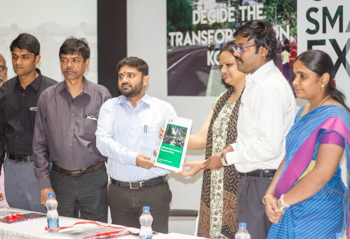 The Coimbatore Street Design & Management Policy was launched in the presence of the dignitaries of the day: Left to Right - Mr. Sandeep Nanduri IAS, Commissioner of Madurai City Municipal Corporation, Mr. T.K.Majumdar, Director, Internal Finance, Ministry of Urban Development, Mr. Prakash Govindasami IAS, Commissioner of Municipal Administration, Ms. Shreya Gadepalli, Director- South Asia, ITDP, Dr. K.VIjayakarthikeyan IAS, Commissioner of Coimbatore City Municipal Corporation, Ms. P.Gandhimathi, Deputy Commissioner, Coimbatore City Municipal Corporation