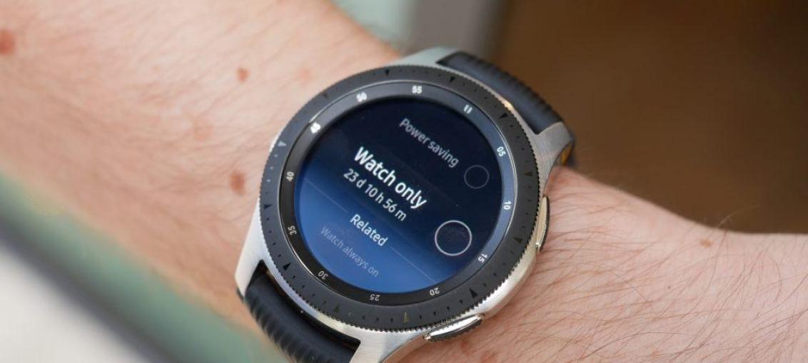 Samsung розробляє титанову версію Galaxy Watch