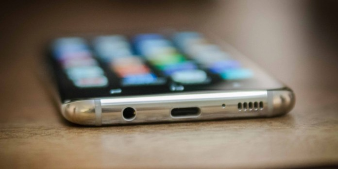 7 Features Present in Galaxy S8 USB Type C Headphone Jack