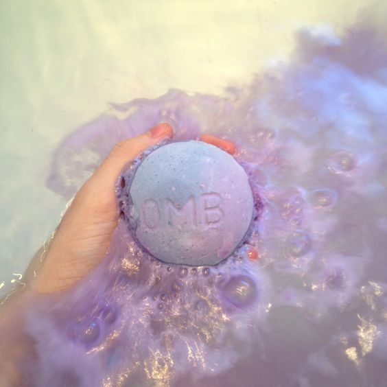 Blackberry Bath Bomb Review from Lush