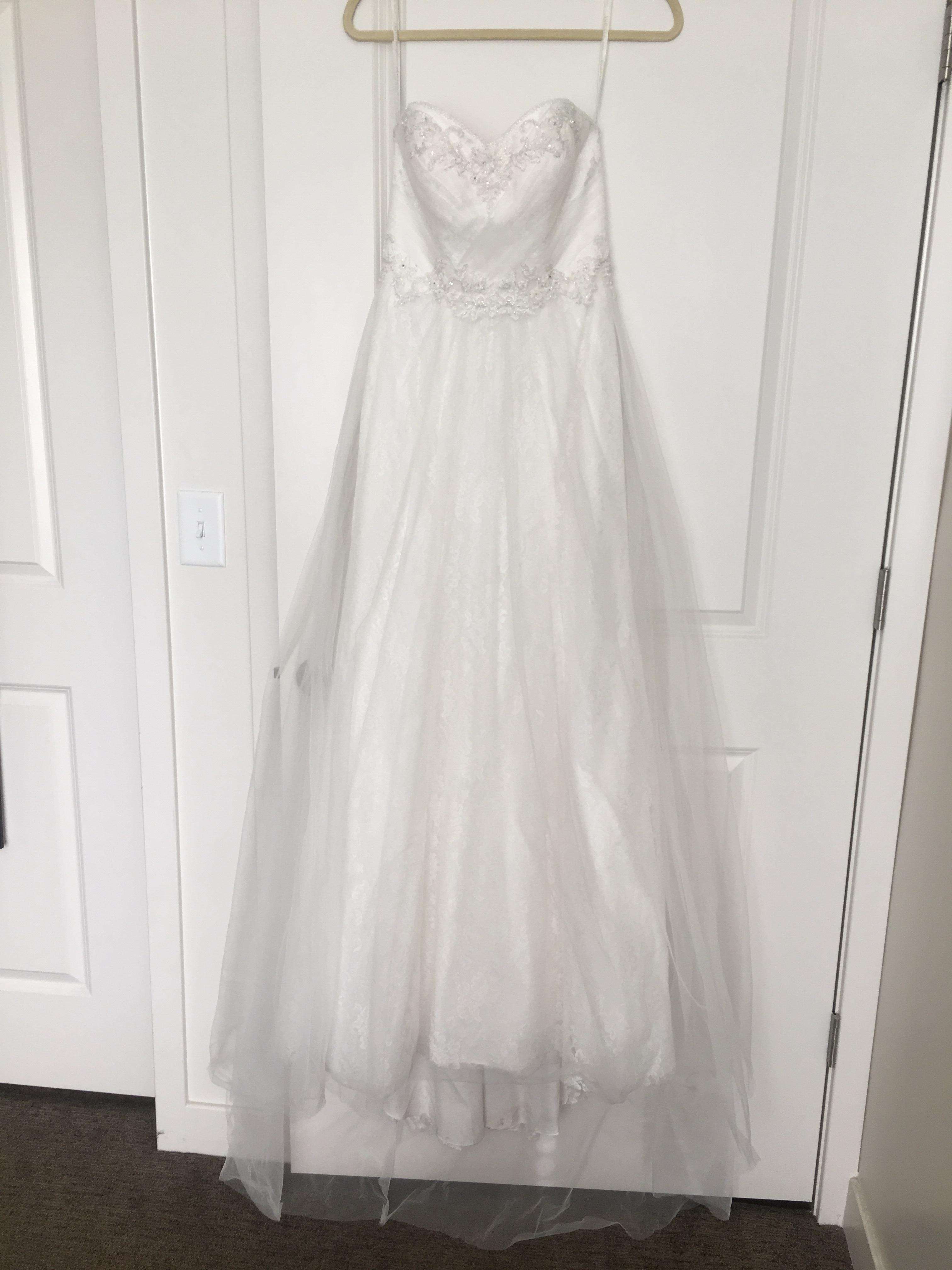 David s Bridal Ivory Tulle  Polyester Lace  55  Nylon 45  Rayon     12345678910