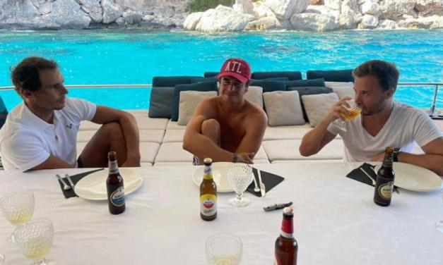 Rafael Nadal enjoys with his friends on a boat