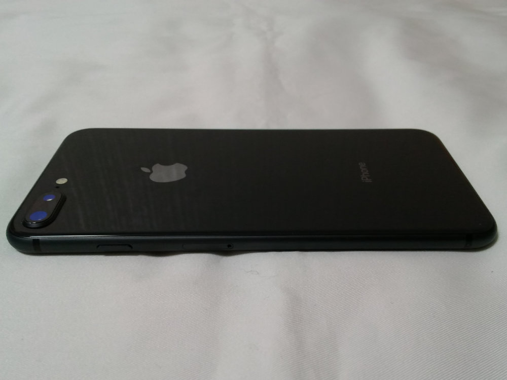 iPhone 8 Plus 背面左側面