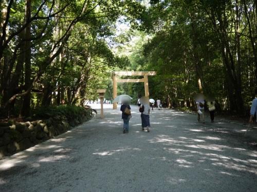 神楽殿前の道