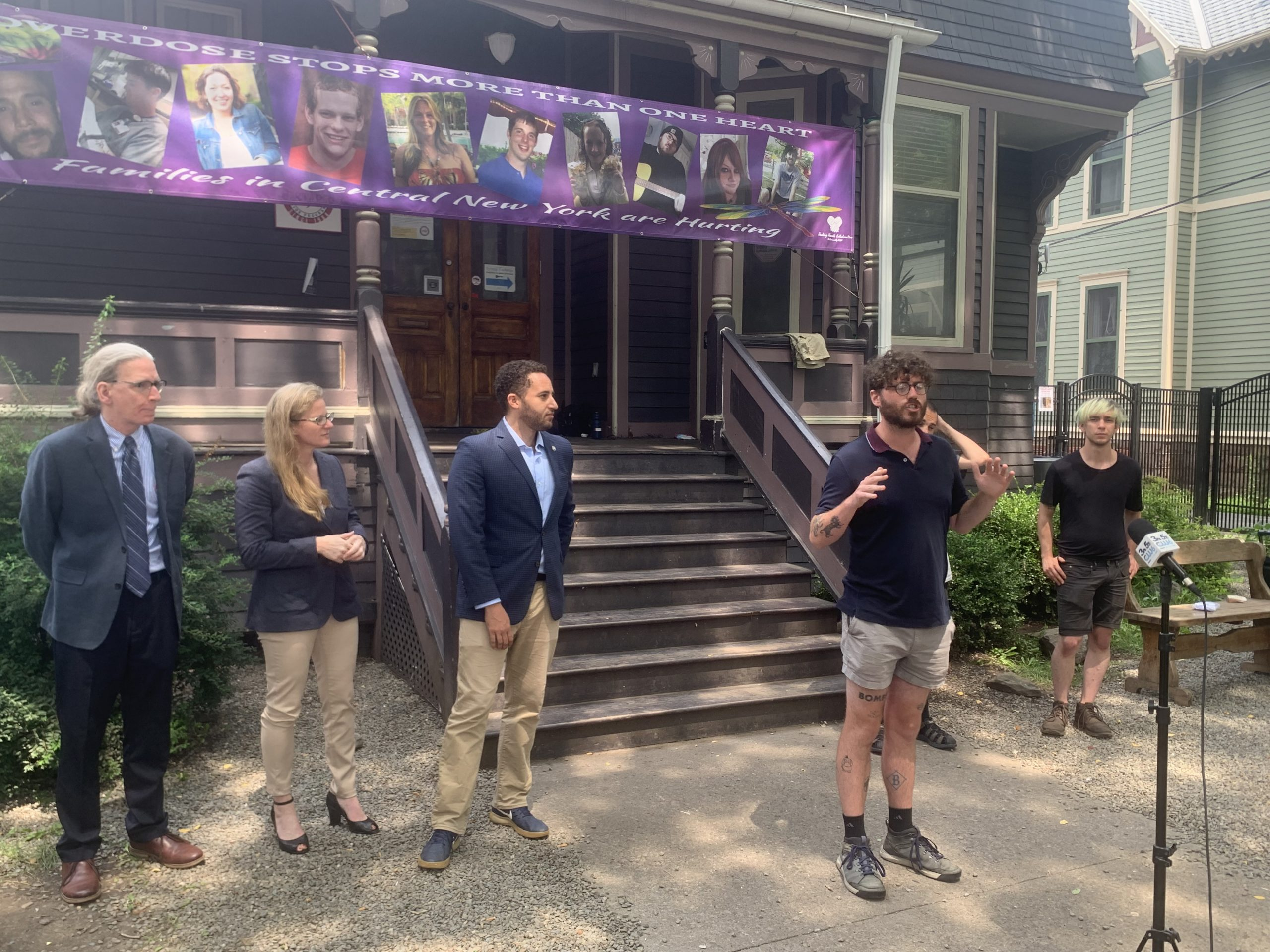 """""""No OD"""" walking tour stops in Ithaca to call for overdose-prevention sites"""
