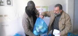 نقابات-العمال-توزع-مساعدات-وطرود-غذائية-بمحافظتي-غزة-والشمال