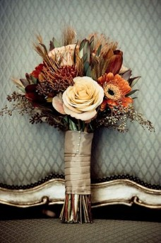 27-Romantic-Fall-Wedding-Bouquets-7
