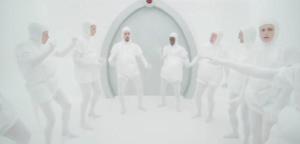 Hum Hum... Tout le monde danse dans le clip Feel Of Love de Tensnake & Jacques Lu Cont