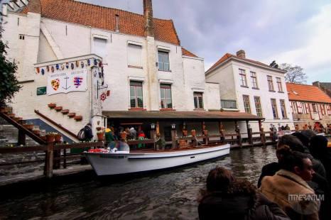 canal tour stop, bruges