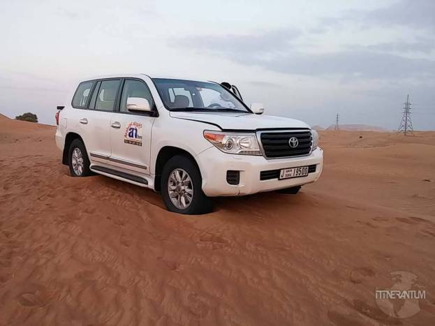 safari car in the desert dubai