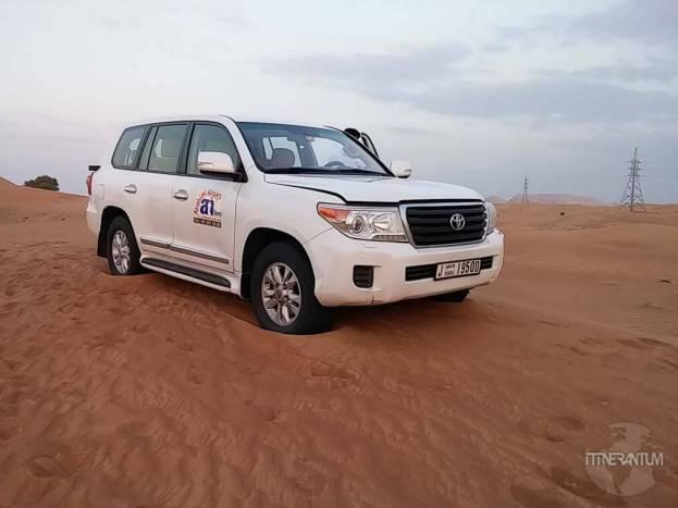 safari car in the desert dubai