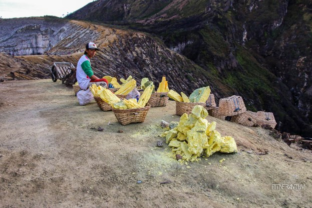 Miner resting on his way down, kawah ijen, java