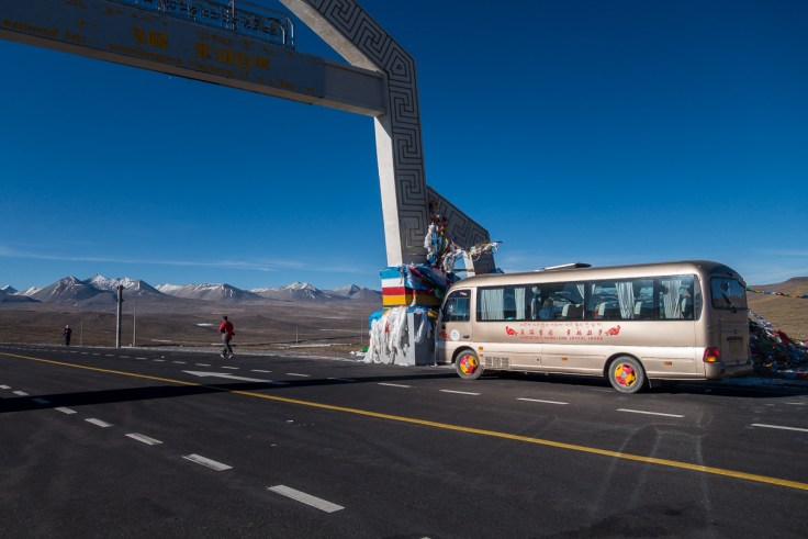 Unser Bus auf dem Gyatso La Pass