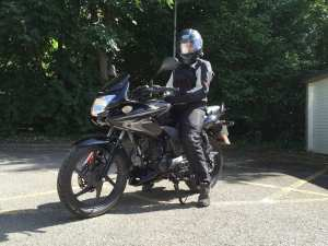 Natalia on CBF125 with her Rev'It Monroe jacket and Rev'It Factor 3 trousers
