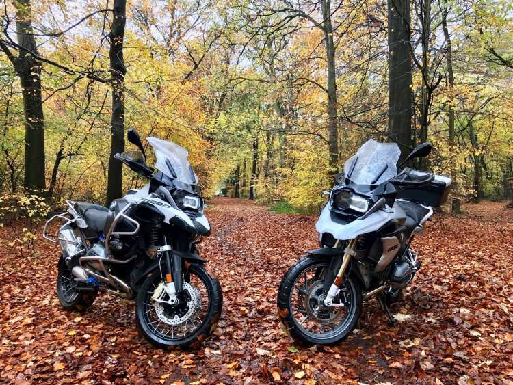 BMW R1200GS LC vs R1200GSA