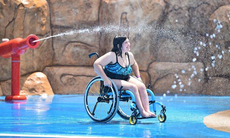 Parque aquático para pessoas com necessidades especiais Morgan's Inspiration Island It Mãe