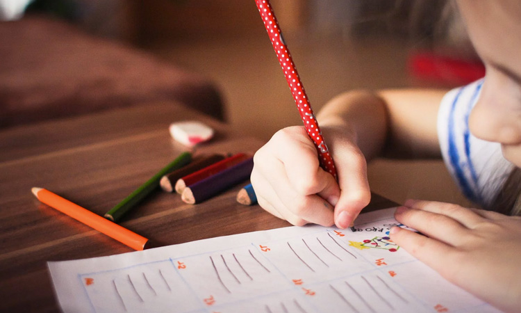 Atividades para entreter crianças nas férias em casa It Mãe