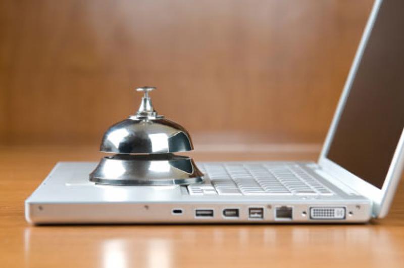 Digital Marketing ενημέρωση για τους ξενοδόχους Σαντορίνης
