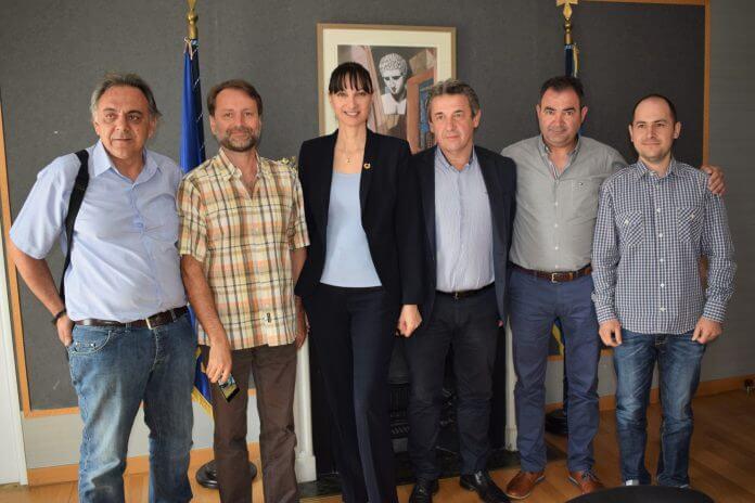 Συνάντηση της Αν. Υπουργού Τουρισμού κας Έλενας Κουντουρά με τους βουλευτές Ιωαννίνων κ.κ. Ι.Στέφο και Ι. Καραγιάννη και τους εκπροσώπους των τουριστικών επιχειρήσεων των Τζουμέρκων για την τουριστική ανάπτυξη & προβολή της περιοχής