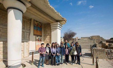 Κορεάτες δημοσιογράφοι σε Κρητικές οινικές διαδρομές